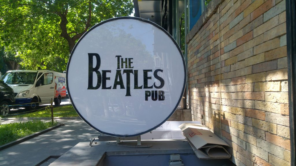 Beatles Pub Drum
